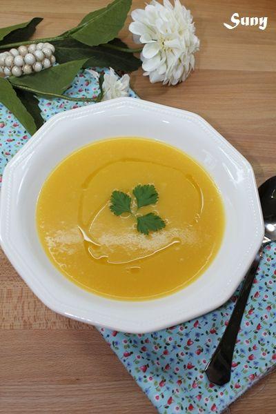 Crema de verduras.  http://rositaysunyolivasenlacocina.blogspot.com.es/2011/11/crema-de-verduras-y-algo-mas-fc.html