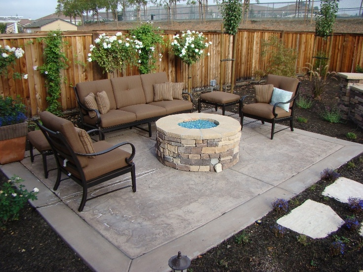 Cute Patio With Fire Pit Outdoorliving Firepits