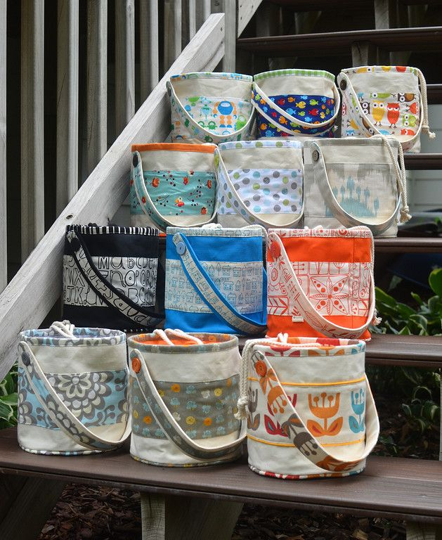LUNCH TOTES lined with oilcloth. a wonderful site, well written. would make great project bag