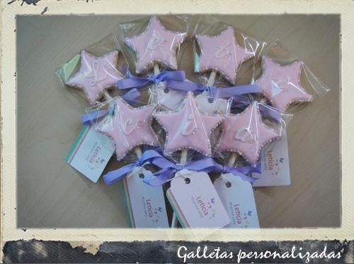 Hace muuuucho que no subo nada!!! Y hoy hago el honor con unas galletas de piruleta muy bonitas con forma de estrella y personalizadas! Las hice en tres co