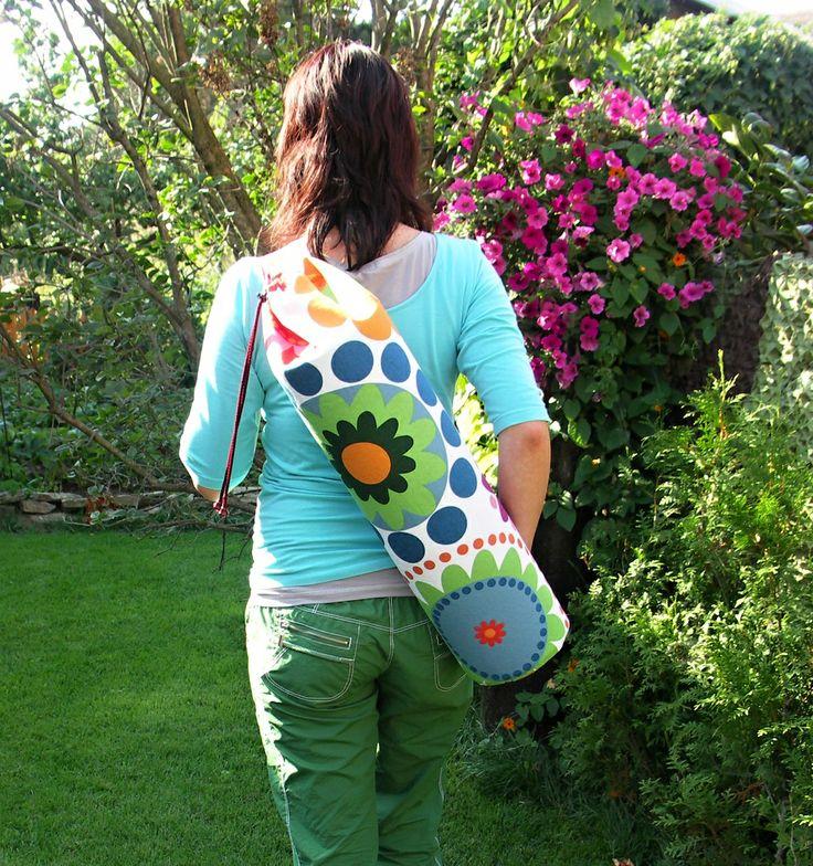 cvičeníčko jooo :) Vak, taška nebo pytel na kalimatku jak chcete :) Už vás nebaví tahat kalimatku na cvičení v podpaží ??? Tak tohle je něco pro Vás , je ušitý z pevné bavlněné látky a krásně se nosí :) Ušito podle vlastního střihu
