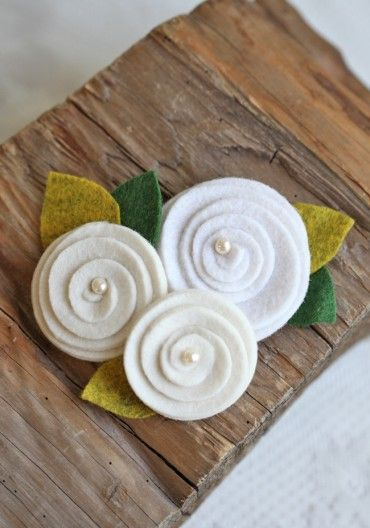 craft idea: Petite Plume, Crafts Ideas, Hair Clips, Flower Crafts, Felt Rosette, Felt Roses, Ireland Rosette, Rosette Hair, Felt Flowers