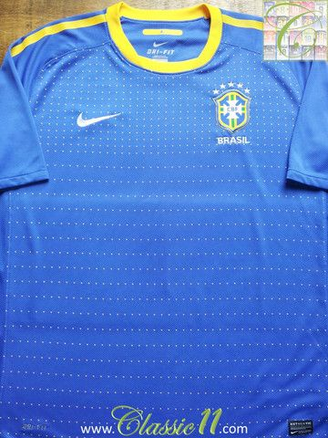 Relive Brazil's 2010/2011 international season with this vintage Nike away football shirt.