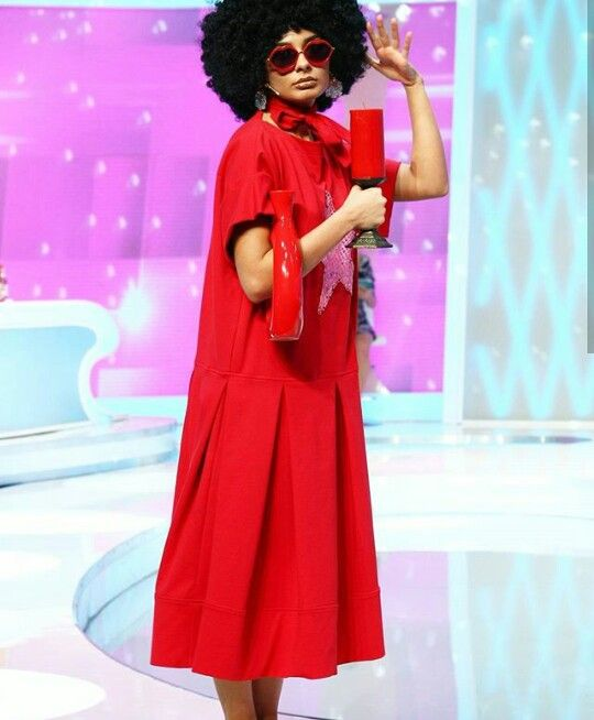 Marisa , concurenta de la Bravo , ai stil ! si câştigătoarea acestei emisiuni . În una din edițiile acesteia , Marisa a purtat o lumânare ca post de geantă .