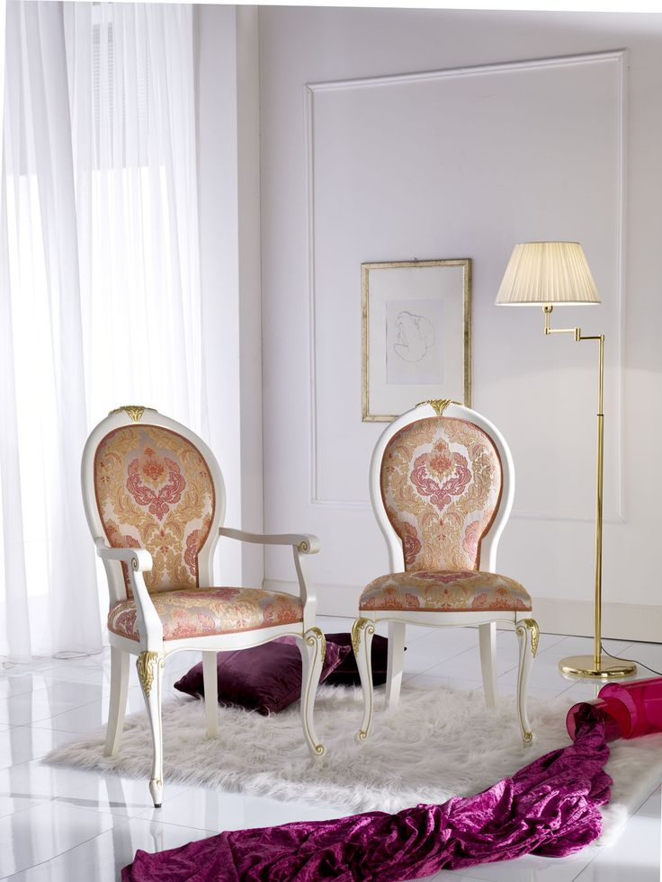 The elegance of white, mixed with the luxury of gold, put together with an delicate fabric.