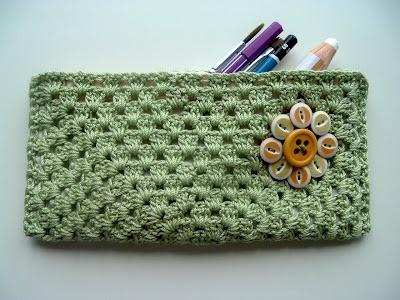 Cornflower Blue: Free Crochet Drawing Case Pattern