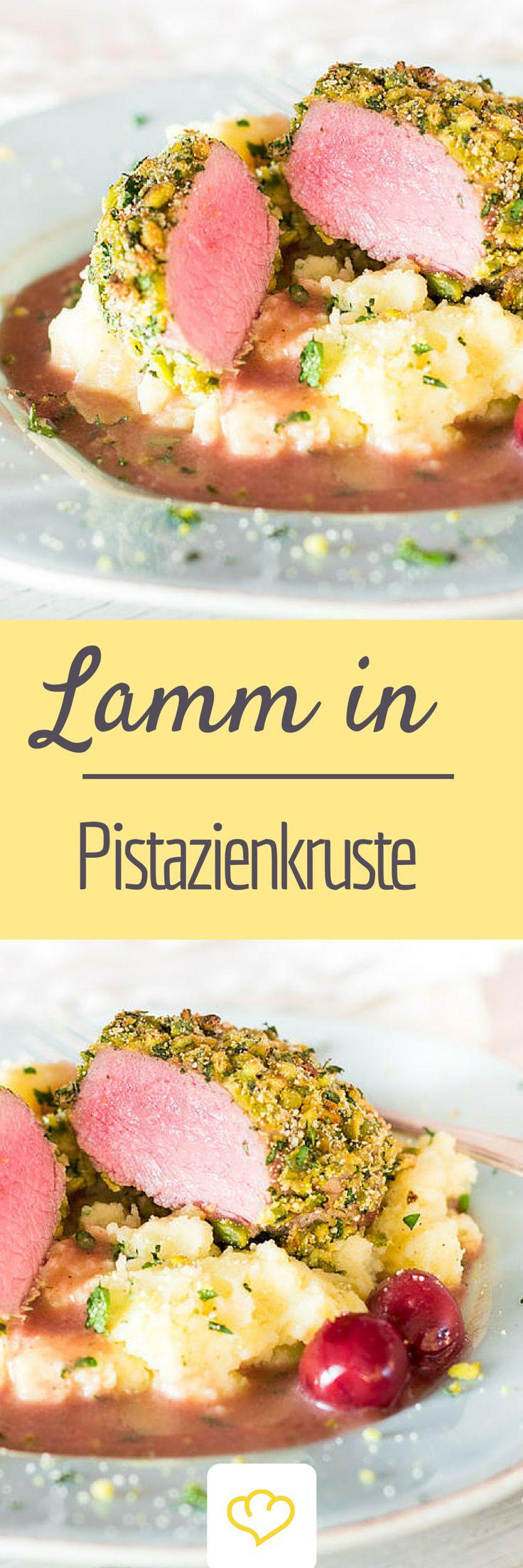 Lamm in Pistazienkruste mit Sauerkirschsauce und Kartoffelpüree Ostern ohne Lamm ist wie Weihnachten ohne Gans. Möglich, aber fast unvorstellbar. Bei diesem italienischen Gericht, wird es von einer Pi (Christmas Recipes Dinner)