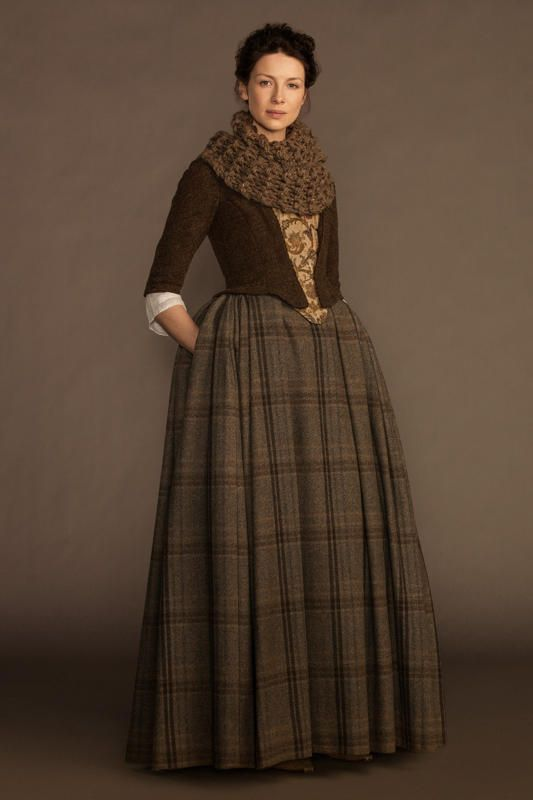 'Outlander' Season 1 - Claire portrait in 18th century clothes