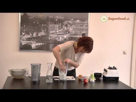 Zelf hennepmelk maken in een handomdraai - Superfoods Bron:      1/2 kopje ongepeld hennepzaad         2 1/2 kopje water      Snufje Himalayazout       2 cm gember       2 ongeschilde appels in stukjes (biologische teelt)      1/4 tl kaneel
