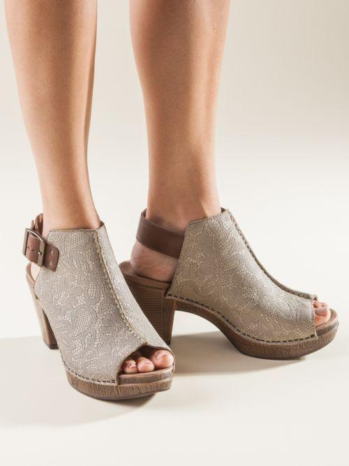Does Dansko Make Wide Shoes