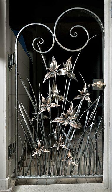 Trillium web metal gate