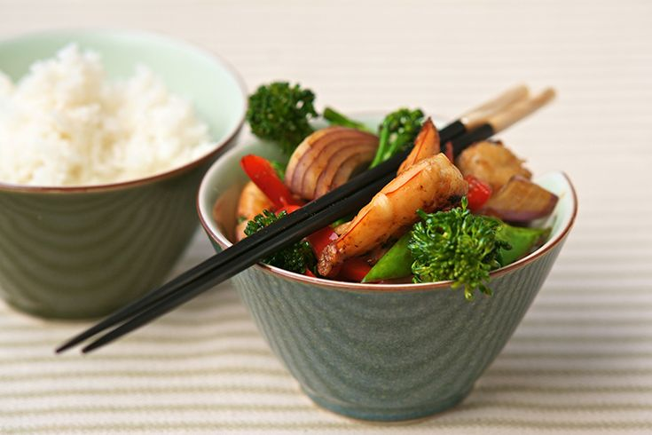 Stir-fried prawns with red capsicum and broccolini