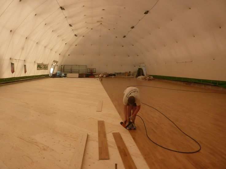 Ultime fasi di assemblaggio per il parquet sportivo di Castelnuovo Scrivia