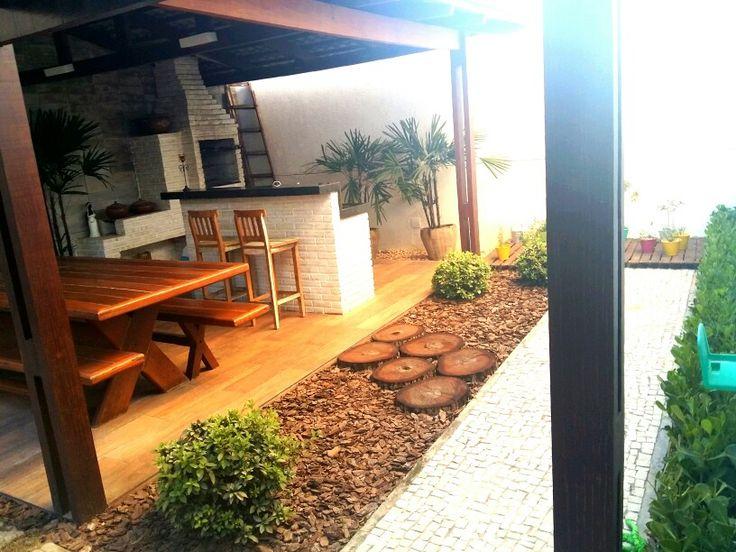 Paisagismo do deck, jardim rústico que exige pouca manutenção, condomínio Carmel Design. Paisagistas : Franklin Maia e Georlando Pinheiro.