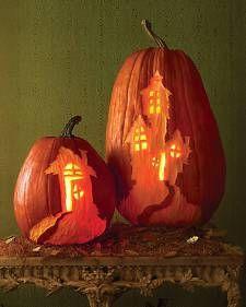 10 tutorial per zucche bellissime http://www.pianetadonna.it/foto_gallery/casa/template-zucche-halloween-dal-sito-di-martha-stewart/zucca-castello-stregato.html