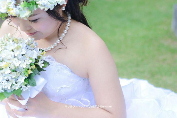 芝生に座る花嫁K様のソロショット💍🌴✨  お客様レポはウェブで一覧紹介しています👇  http://bali-photowedding.com/guest.html  #バリ #バリ島 #花嫁 #フォトツアー #フォトウェディング #前撮り #後撮り #プレ花嫁 #日本中のプレ花嫁さんと繋がりたい #花嫁ソロショット #卒花 #セルフ前撮り #marry花嫁 #marryxoxo #blessbali #bali #balifotowedding #prewedding #baliwedding #발리 #혼례 #결혼사진 #신흔여행 #蜜月#巴厘岛 #婚礼 #婚纱摄影 #巴厘島 #婚禮 #婚紗攝影