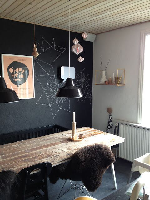 Blackboard painted wall   ALT for lækkert!  I want one of these!!!  That is magnetized!  How fun for little kids?!