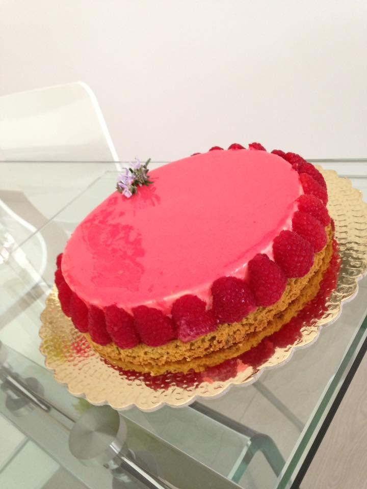 Crostata Linda di Fusto: Sablé bretone al rosmarino, Biscotto amaretto al limone, Suprema alla vaniglia, Glassa al lampone ( di Di Carlo)