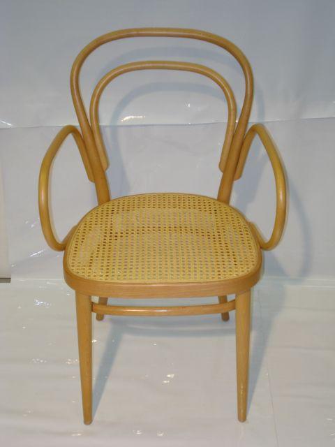 Merk: Thonet Model: Stoel 214F en 215RF Design: Marcel Breuer Kleur: Blank gelakt met blank rieten zitting Uitvoering: Met armleggers Status: Nieuw Voorraad: 1 exemplaar 214F en 1 exemplaar 215RF  Het Design Entrepot prijs € 499,- p./St.  •Website: http://hetdesignentrepot.wordpress.com •Bel+316 22999488 •Mail: info@hetdesignentrepot.nl