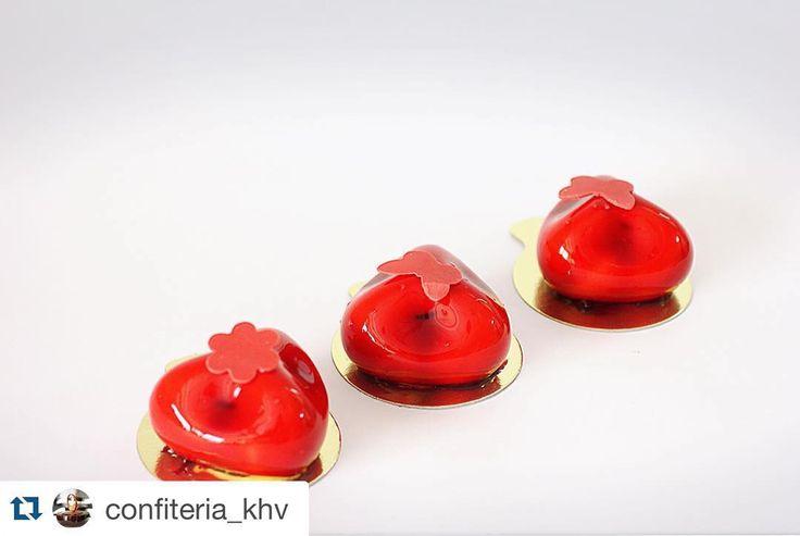 """#Repost @confiteria_khv with @repostapp.  Доброе утро! Нет желание есть большой и вкусный торт? В @confiteria_khv всегда можно заказать набор современных десертов. На фото торт Красный бархат"""" by colimero"""
