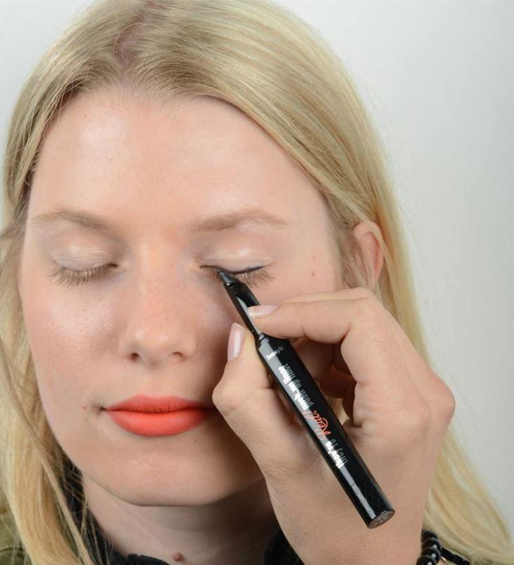 PR-Girl Janine testet den they're real! Macara von Benefit Cosmetics