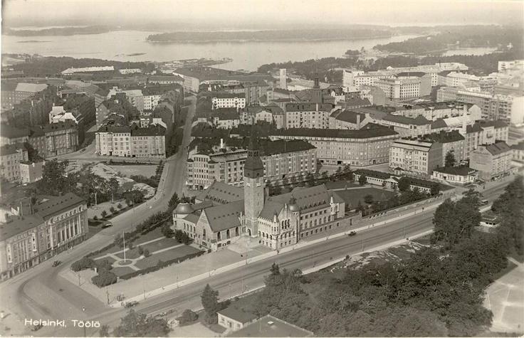Old postcard from Helsinki. 30's Kansallismuseo 1930-luvulla. Postikortti (John Roitto).