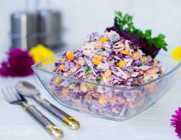 Этот салат очень популярен в Европе и Америке. В каждой семье есть свои маленьких хитрости или дополнения в рецептуре и приготовлении. Основной его ингредиент - капуста, а изюминкой и отличительной...