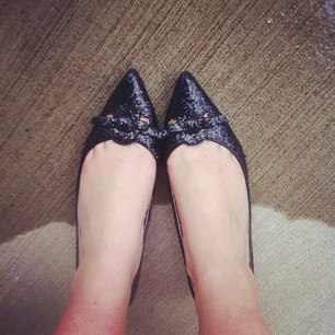 Wearing my @joefresh sparkly heels to cheer me up on this rainy day #ootd #glitter via Kastles