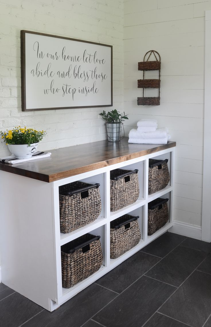 I love this folding and sorting area in this MODERN FARMHOUSE LAUNDRY ROOM REVEAL!  Check it out! #farmhouselaundryroom