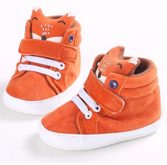 He wobbles as he walks but he knows how to strut! Introducing ROLL WITH THE FOXES! Pre-walker hi-top style with Soft soles for bubs little feet. Made from cotton fabric. Get involved and roll with the foxes friends!