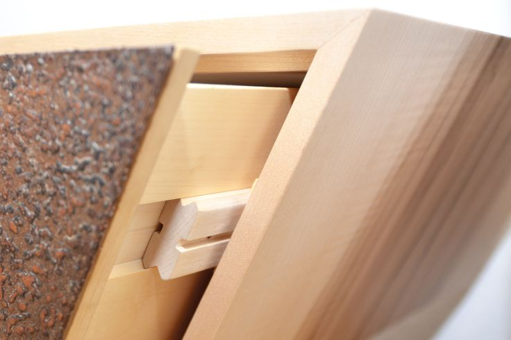 Hifi-Lowboard_designed and made by Lückenfüller e.U._Martin Winkler Detail der Schublade aus Holz gefertigt. #schublade #schubladenführung #furniture  #möbel #möbeldesign #unikat #lowboard #detail #wood #holz #cortenstahl #ahorn