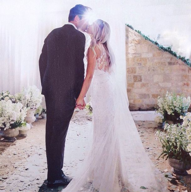 Lauren Conrad in beautiful cream lace and tulle gown, topped with a veil and diamond Jennifer Behr hairpiece.