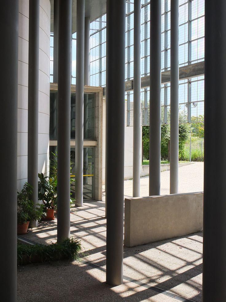 INTERNI-ESTERNI. Testo di Giulio Paolo Calcaprina Foto di Angelo Aloisi, Nicola Auciello, Giulio Paolo Calcaprina.
