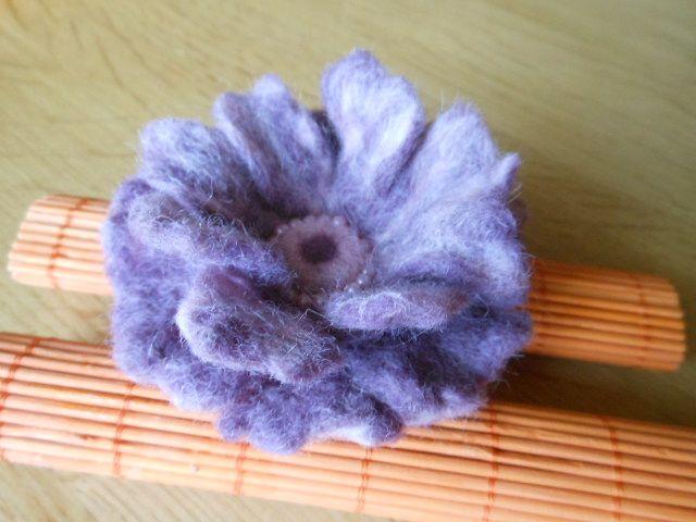 fialová květina II