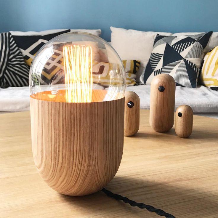 🖤COUP DE CŒUR WINK DÉCO 🖤 On a complètement craqué pour la lampe COCO de @koska_design. Une merveille 👌🏻 Nous avons consacré un article sur le blog winkdeco.fr pour vous présenter le travail de ce jeune designer autodidacte (lien dans la bio) • On vous encourage fortement à suivre son compte @koska_design pour découvrir son univers et ses œuvres. Vous pouvez aussi visiter son site mickaelkoska.com 😉 • #lampe #lamp #ampoule #bois #wood #lumiere #light #design #coco