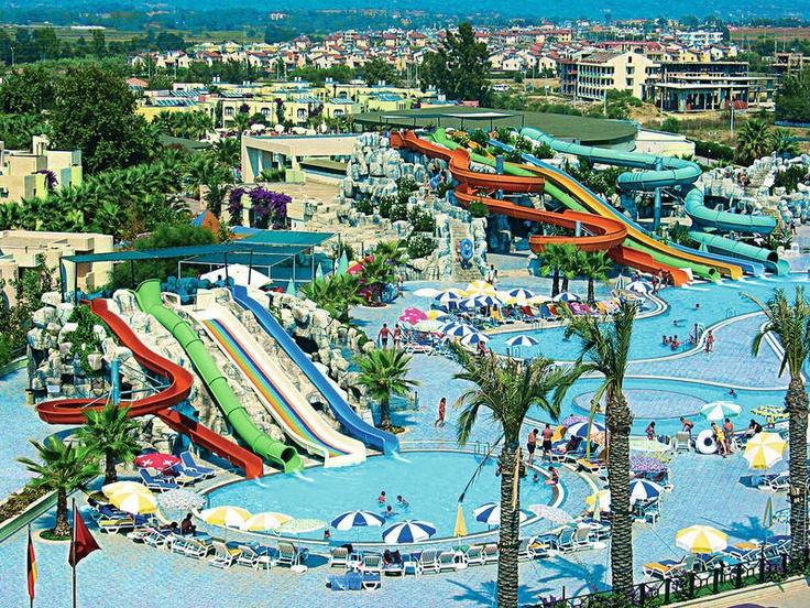 Dit hotel deelt samen met Hotel Golden Coast een fantastisch ultra aquapark met maar liefst 11 spectaculaire glijbanen. Nu ook met gratis babypakketten boekbaar! Naast de vele (sport)faciliteiten voor jong en oud kunt u er tevens ontspannen in bijvoorbeeld de sauna, het stoombad of in de jacuzzi of meedoen aan 1 van de vele activiteiten van het professionele animatieteam. Het hotel ligt op ca. 400 m van het strand en het centrum van Side ligt op ca. 10 km.  Officiële categorie ****