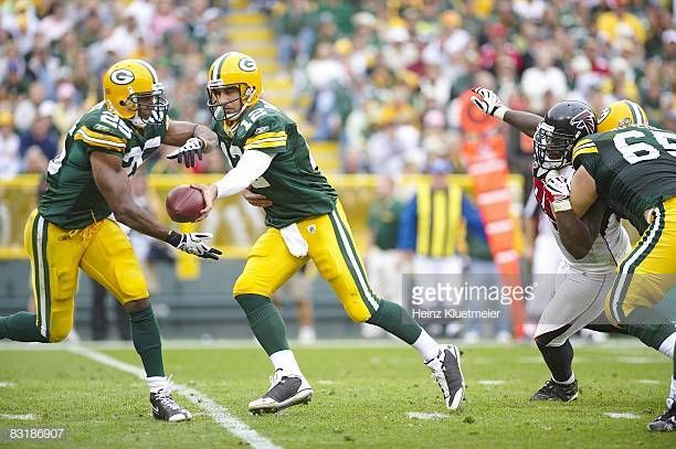 Green Bay Packers Qb Aaron Rodgers In Action Handoff Vs Atlanta Falcons Green Bay Wi 10 5 2008 Credit Heinz Kluetmeier Stock Pictures Packers Falcons