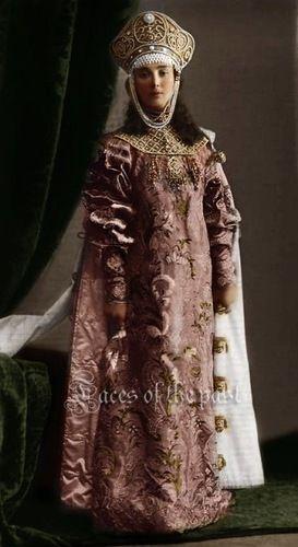 Княжна Елизавета Николаевна Оболенская   фрейлина   в костюме боярышни XVII века.-Princess Elizabeth N. Obolensky maid of honor dressed as young ladies of the XVII century.