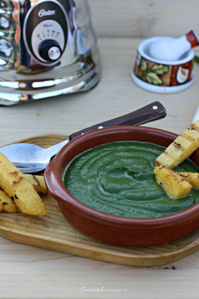 Supa-crema de spanac si crutoane de mamaliga