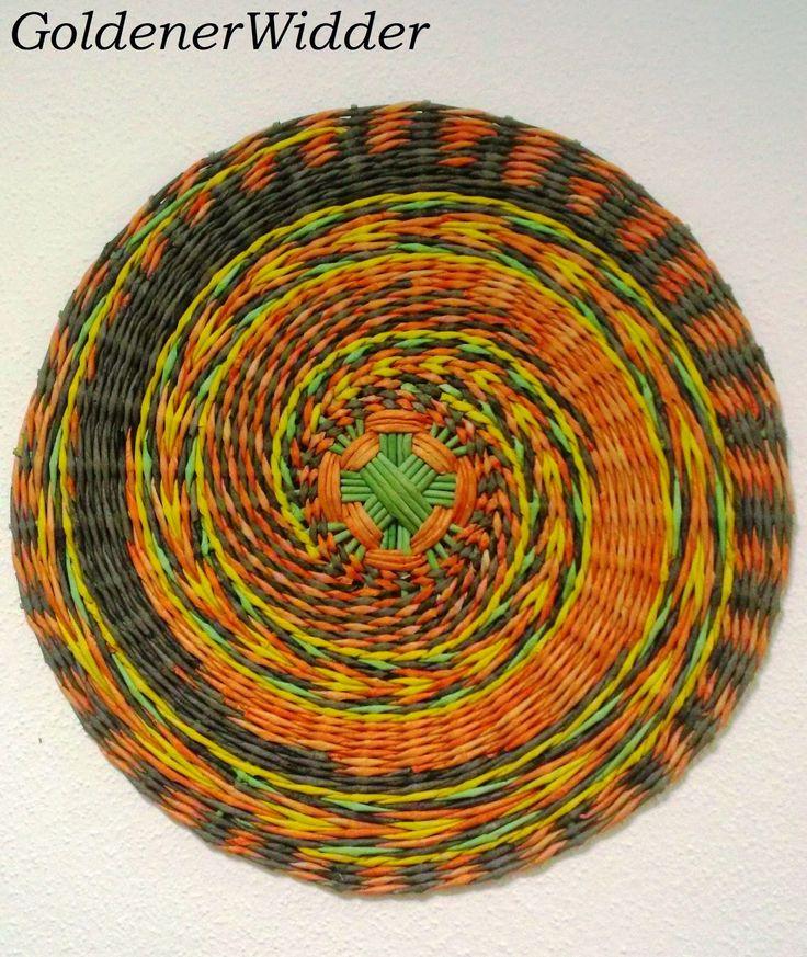 Плетение из газетных трубочек: Панно. Послойное плетение. Декорация. Круг.
