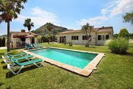 Schöne Ferienvilla gesetzt in der offenen Landschaft in einer ruhigen und friedlichen Lage