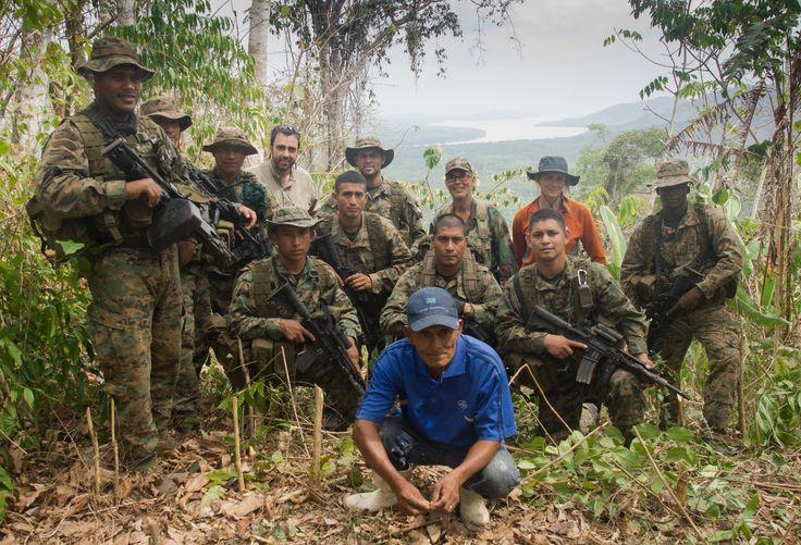 Guía, Escolta y dos Españolitos desde la cumbre del primer avistamiento del Pacífico