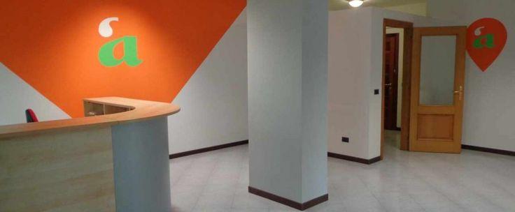 In zona centralissima propone mansarda completamente arredata composta da salone doppio, cucina, due camere, doppi servizi. Annesso ampio e coperto terrazzo attrezzato.