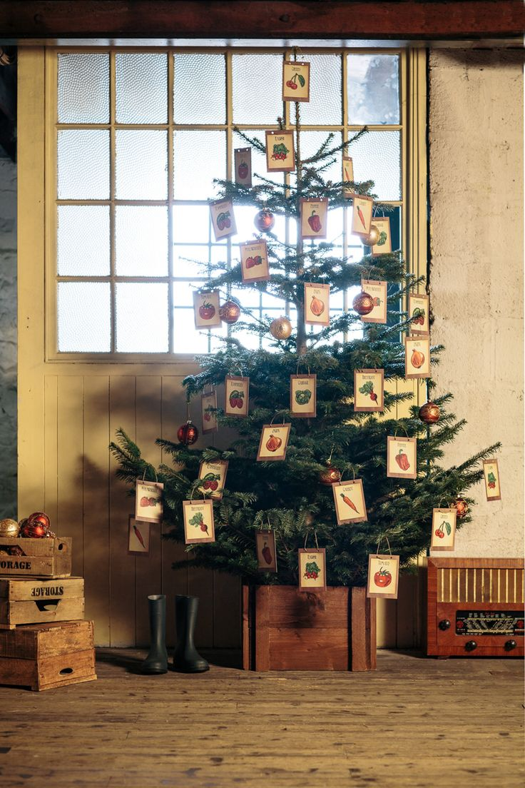 Love gardening? Give your old tree a new twist this year using our vintage tree printables!