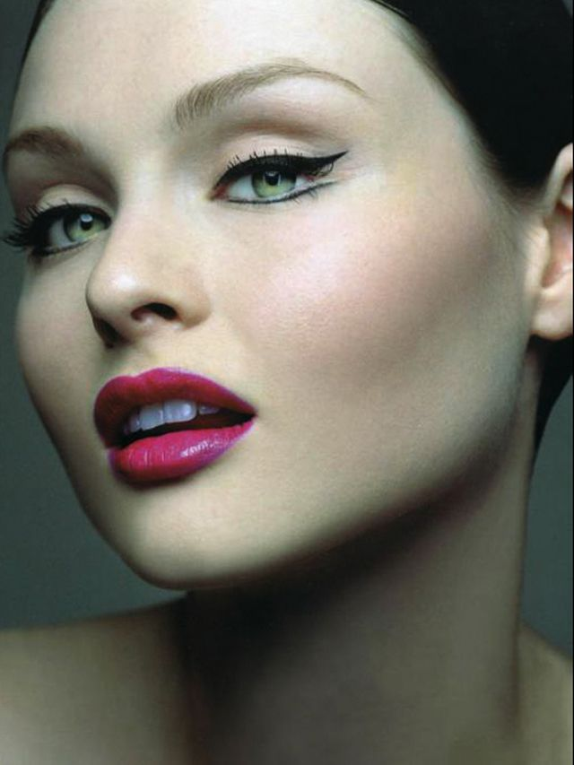 I love Sophie Ellis Bextor, and she is not only a fantastic pop-dance artist but a beautiful model! The cherry pink lips are gorge! <3
