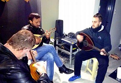 Εργαστηριο Κρητικης Λυρας .....(hand-crafted cretan  musical instruments): ΣΧΕΤΙΚΑ ΜΕ ΜΑΣ