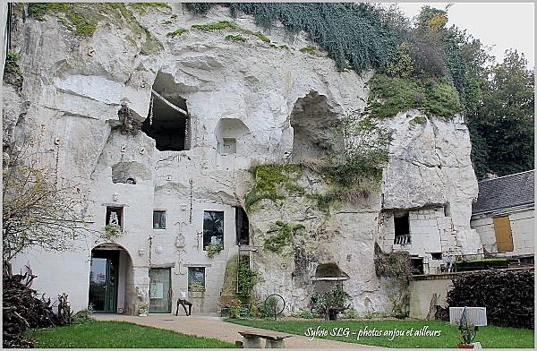 Turquant anjou visite du village glise et vue des for Architecture troglodyte