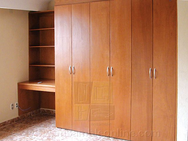 Closet con escritorio exterior de okumé