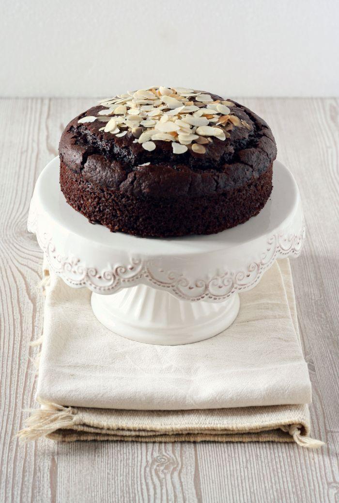 vegan chocOlate almond cake