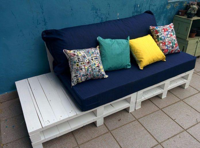 duas tonalidades de azul no sofá